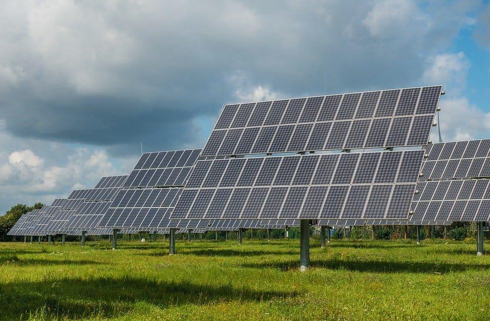 Farmy słoneczne – co to jest?